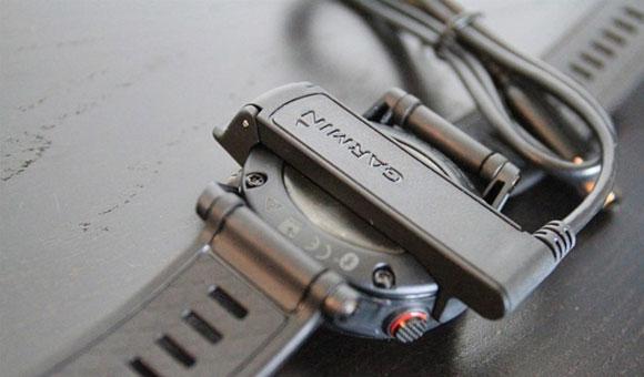 Garmin fenix 2 -  Зарядное устройство в виде клипсы