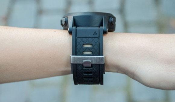 Garmin fenix 2 на женской руке