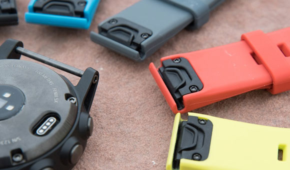fenix 5 оснащены механизмом для быстрой замены ремешков