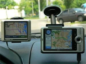 По Киеву оба навигатора водят корректно, соблюдая правила